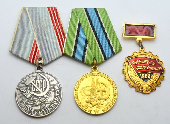 Russia - Lot of 2 medals and 1 badge - Medal