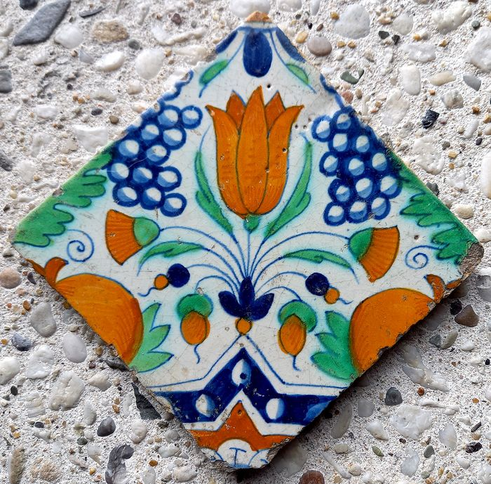 Rare antique tile with tulip, pomegranates and bunches of grapes. - Earthenware