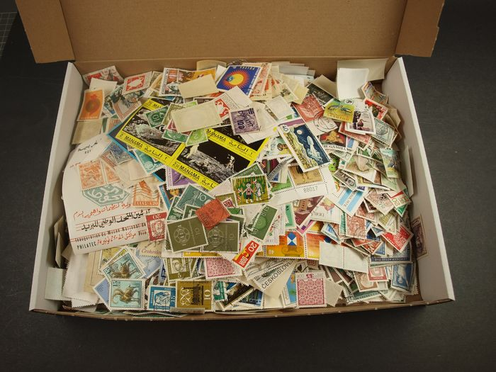 World - Thousands of loose stamps from collectors estate