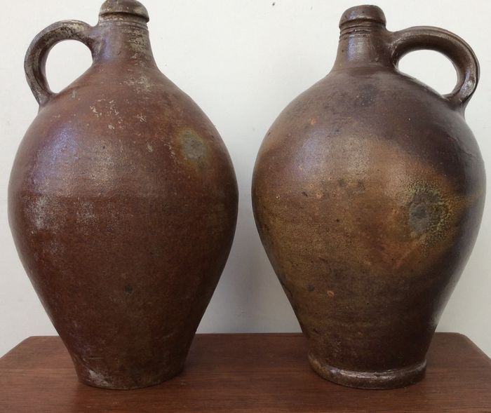 2 beautiful little antique pitchers for nut oil - Earthenware