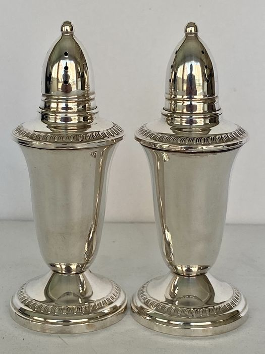 Salt and pepper shakers, Sterling silver (2) - .925 silver - Crown - USA - Mid 20th century