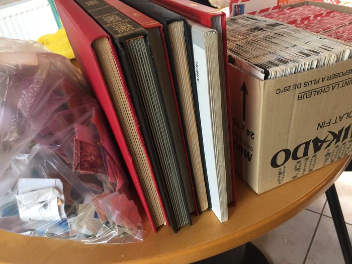 World - 6 albums, approx. 10000 individual stamps and postcards