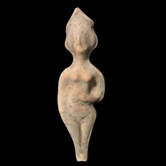 Near Eastern Pottery figure of a standing female, 24 x 7,5 cm