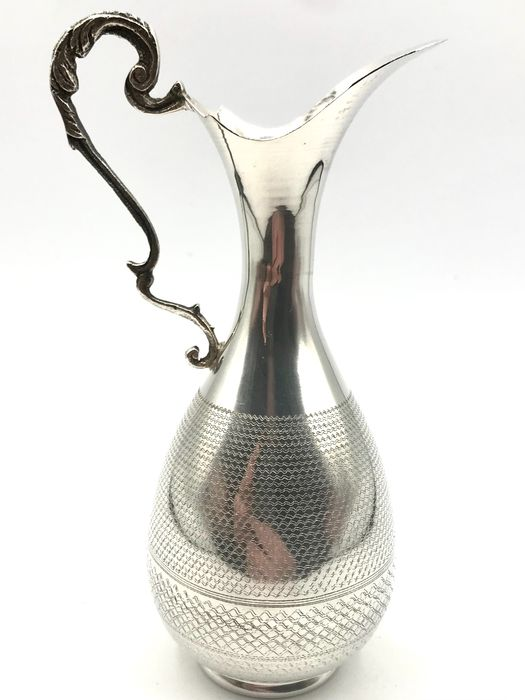 No reserve - Handmade silver Water / Wine jug with decorated handle. - Silver - Asia - Early 20th century