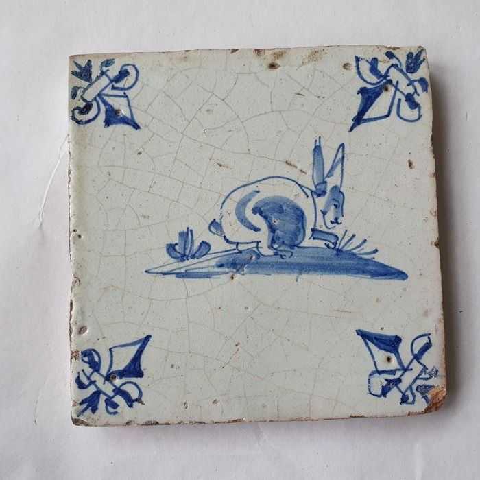 Antique tile with Hare and lily corner (1) - Earthenware