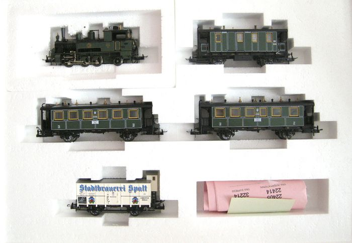 Trix H0 - 22029 - Train set - with steamloc DX I and 4 matching carriages - K.Bay.Sts.B
