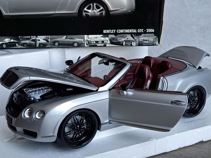 MiniChamps - 1:18 - Bentley Continental GTC 2006 - reference: 100139031