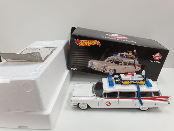 Hot Wheels - 1:18 - Ghostbusters Ecto-1 - Special Edition Filmauto