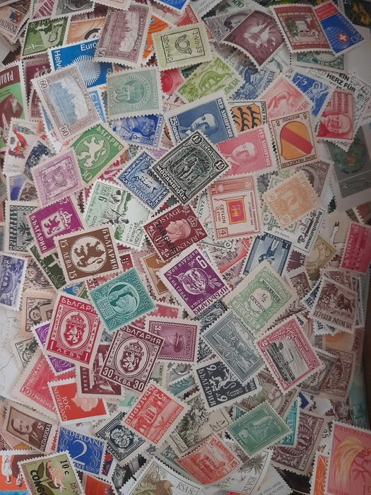 World - Box with 10 kilograms of stamps, postal order pieces and blocks