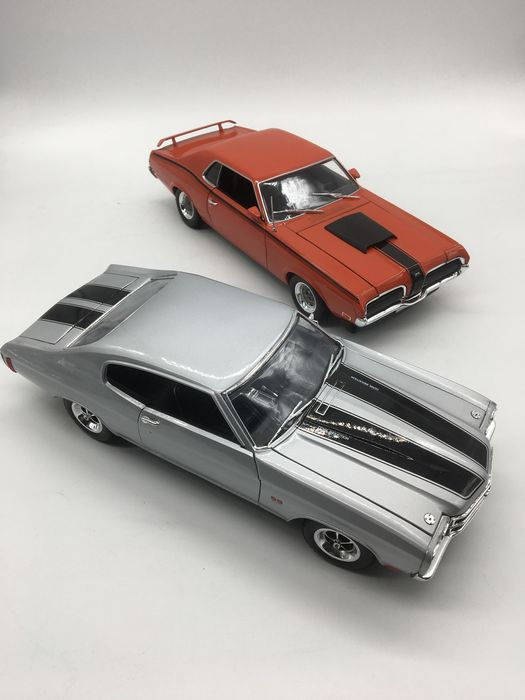 Welly - 1:18 - 1970 Chevy Chevelle SS 454 Coupe / 1970 Mercury Cougar Eliminator Coupe