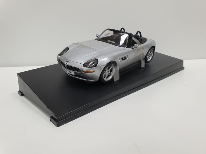 Autoart - 1:18 - Bmw Z8 James Bond Collection - The World Is Not Enough 007