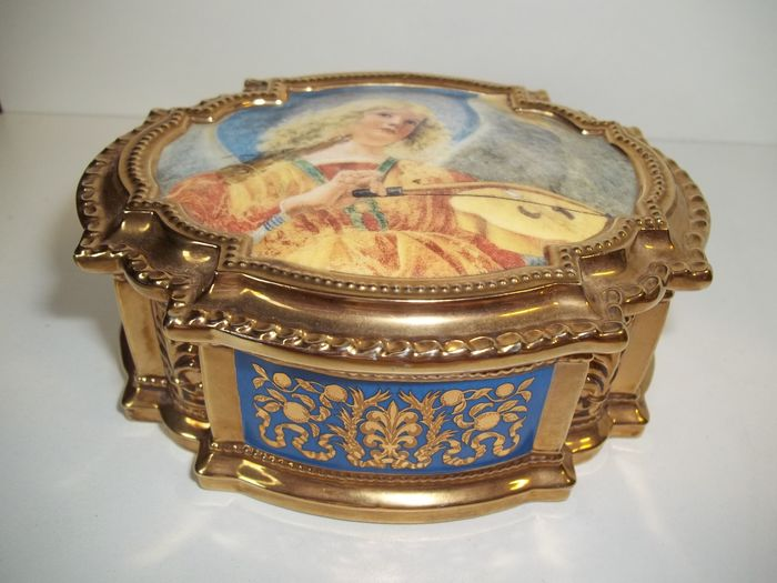"""Franklin Mint - Angels of the Vatican Music Box Collection - Plays """"Ave Maria"""" by Johann Sebastian Bach - 22 Carat gilded - Very rare - Like new."""