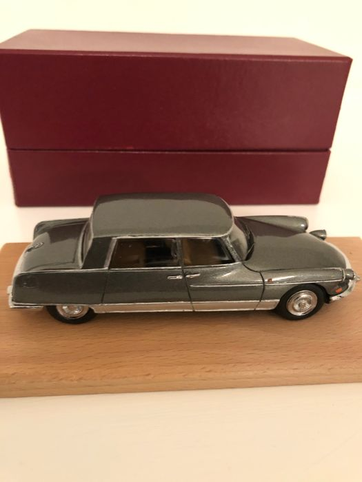 "C.C.C. - 1:43 - Citroen DS Chapron Berline ""Majesty"""