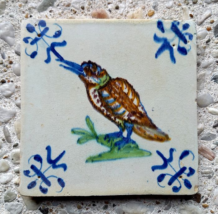 Rare antique tile with kingfisher. - Earthenware