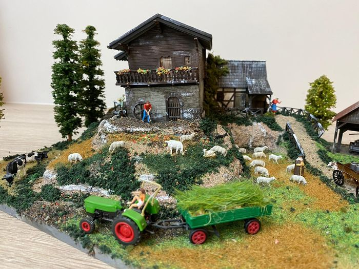 H0 - Scenery - Handmade Diorama - Farm with several Houses, Animals and Figures