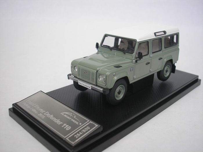 Almost Real - 1:43 - Land Rover Defender 110 Heritage Edition - 2015 - Grün - 500 Stück