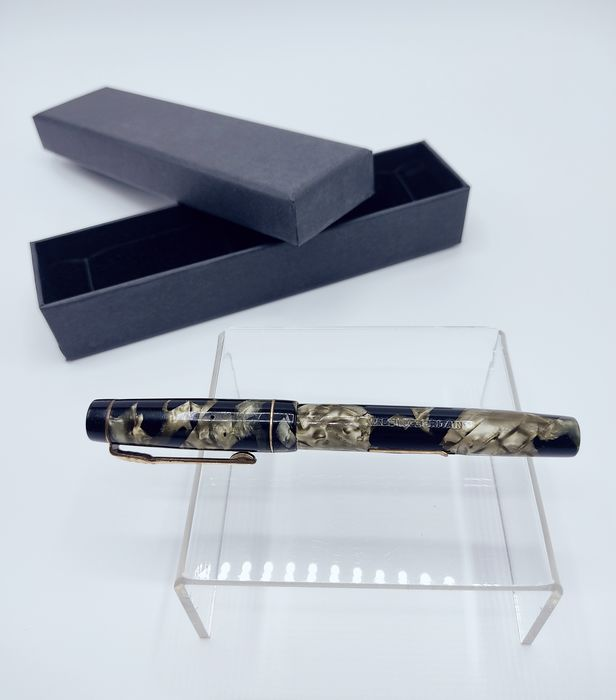 The Croxley Pen - A Dickinson Product / Plumín Oro 14 ct - Mustekynä