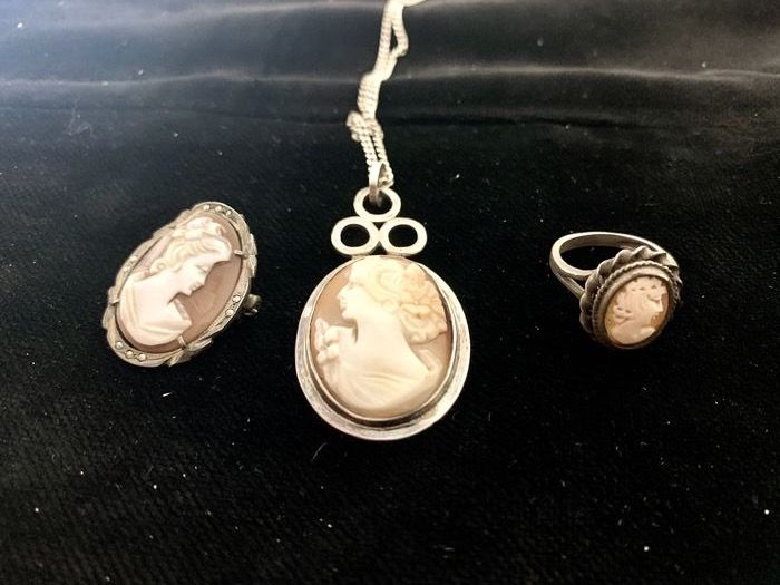 Tris of Antique cameo handworked jewels composed by a ring, a necklace and a pendant from Torre del (3) - Silver, cameo - Early 20th century