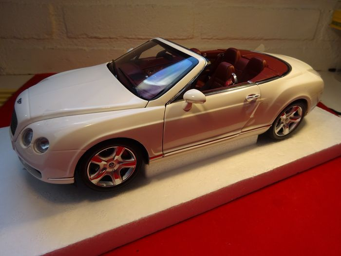 MiniChamps - 1:18 - Bentley Continental GTC  2006 - Art nr, 100 139032   In 1/18