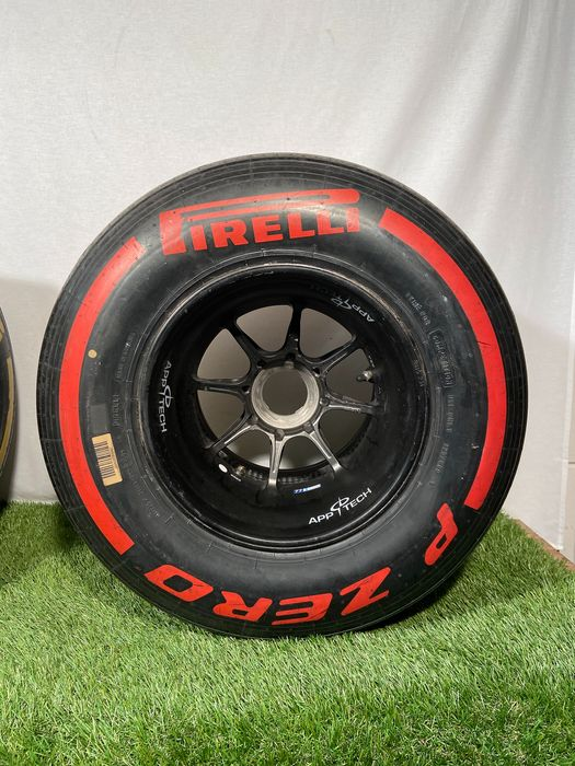 Williams - Formula One - 2016 - Tyre complete on wheel