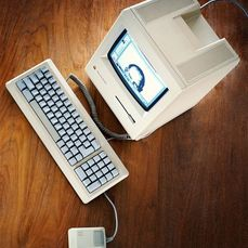 "Apple - Apple Macintosh PLUS [ED] 1 MB firmato da ""Steve Jobs"" + RARE Software - Con scatola sostitutiva"