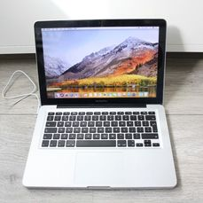 Apple MacBook Pro 13 inch (Mid 2010) - Intel Core2Duo 2,4 Ghz, 4 GB di RAM DDR3, HDD da 250 GB - Con caricatore - Esecuzione di macOS High Sierra