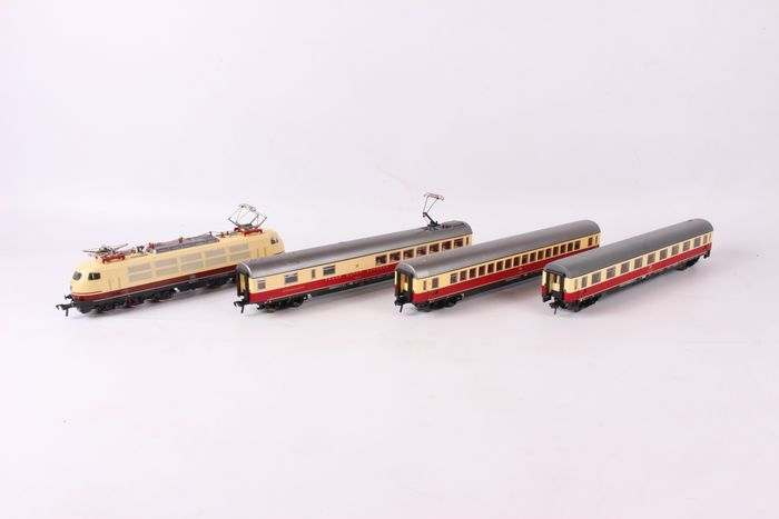 Fleischmann H0 - 4375/5160/5162/5163 - Train set - Eurocity train set with BR 103 - DB