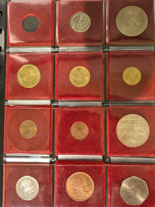 Mexico, World. 2 Pesos 1945 gold + various Worldcoins (total 31 pieces) with some silver