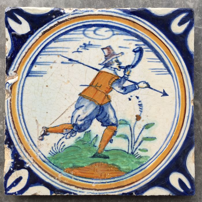 Rare circle tile with soldier - Earthenware