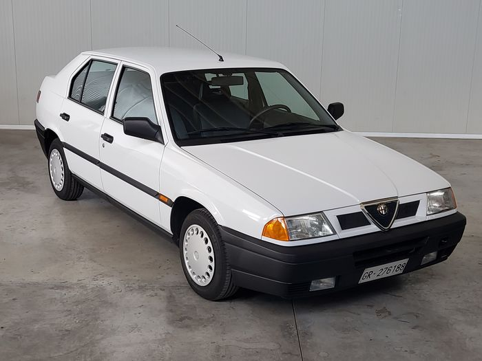 Alfa Romeo - 33 with only 34.000 km - 1990