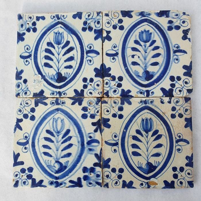 lot of 4 antique tiles with tulips (4) - Earthenware