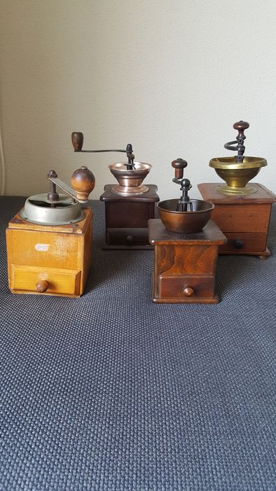Coffee grinders (4) - Brass, Copper, Earthenware, Iron (cast/wrought), Wood - Early 20th century