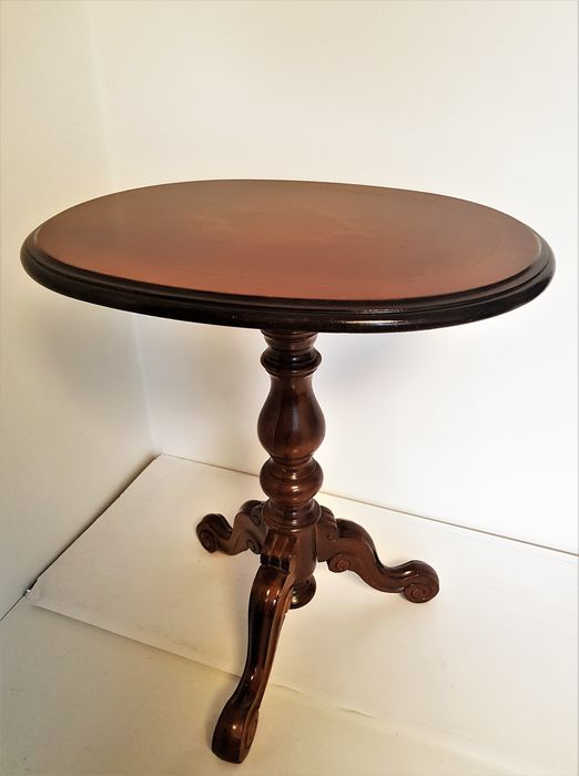 Oval side table, tripod with decorated top - Wood - First half 20th century