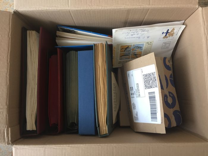 Welt - Big box world in albums + folders + loose with Netherlands