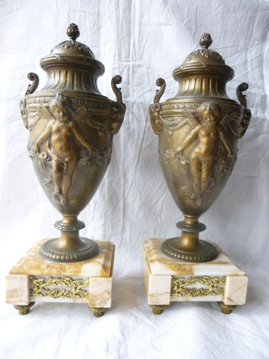 Pair of casserole vases (2) - Louis XVI Style - Marble, Spelter - Late 19th century