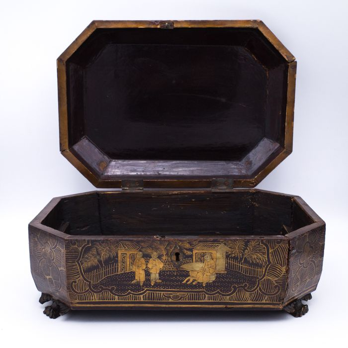 Doos - Chinese export - Verguld gelakt hout - Chinese Export Gilt Lacquered Octagonal Box - China - 19e eeuw