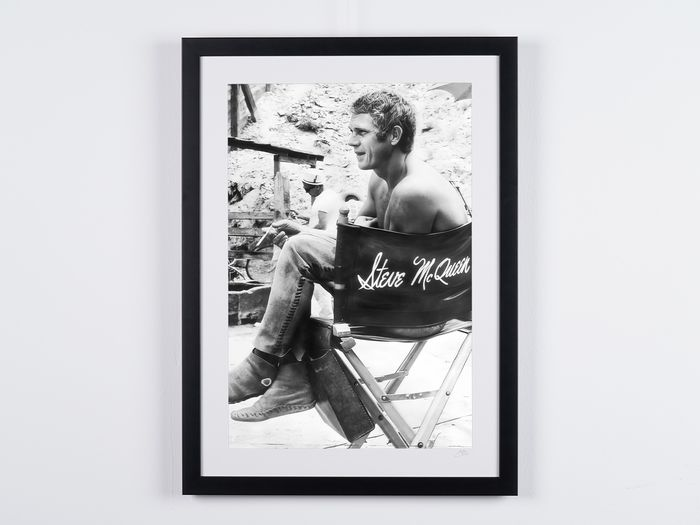 Steve McQueen - 1966, on the Nevada Smith set - Foto, nr 03/50 - 70X50 cm - Framed, with numbered COA, Hologram and QR Code