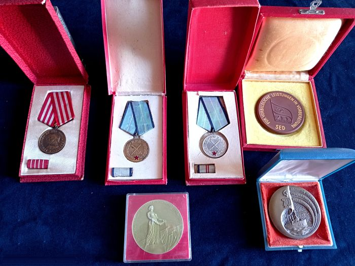 Germany - a set of awards from Germany, Romania and the Soviet Union in original boxes