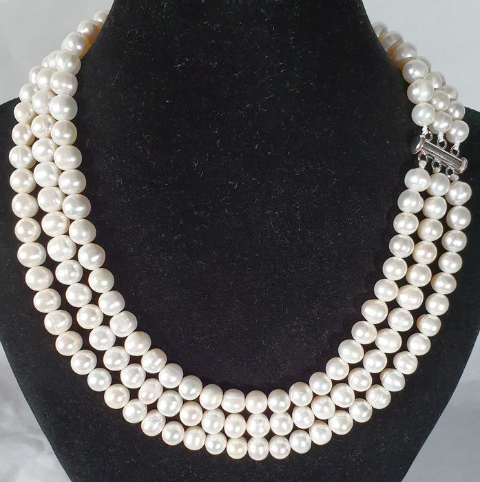 Freshwater pearls - top grade AAA - 3 strands necklace with 925 silver brooch - 1×1×43 cm - 115 g