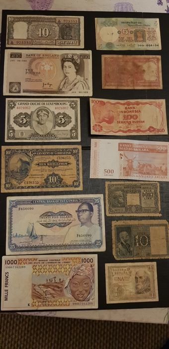 Wereld - Lot of 128 banknotes - many different countries - Various dates - including duplicates