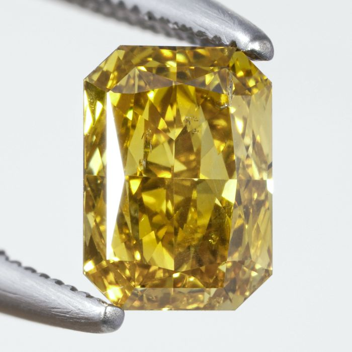 Diament - 0.70 ct - radiant - Natural Fancy Intense Yellow - Si2 - NO RESERVE PRICE