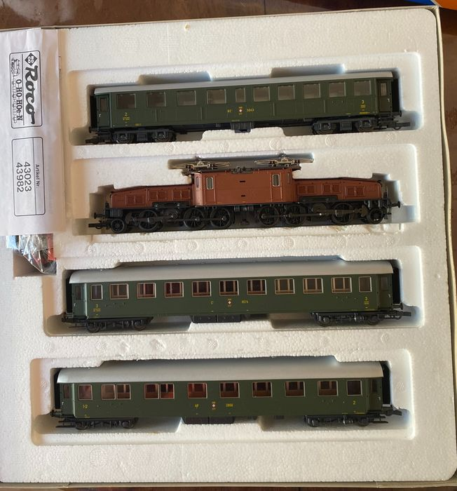 """Roco H0 - 43023 - Coffret - Swiss """"Crocodile"""" with 3 passenger carriages - SBB"""