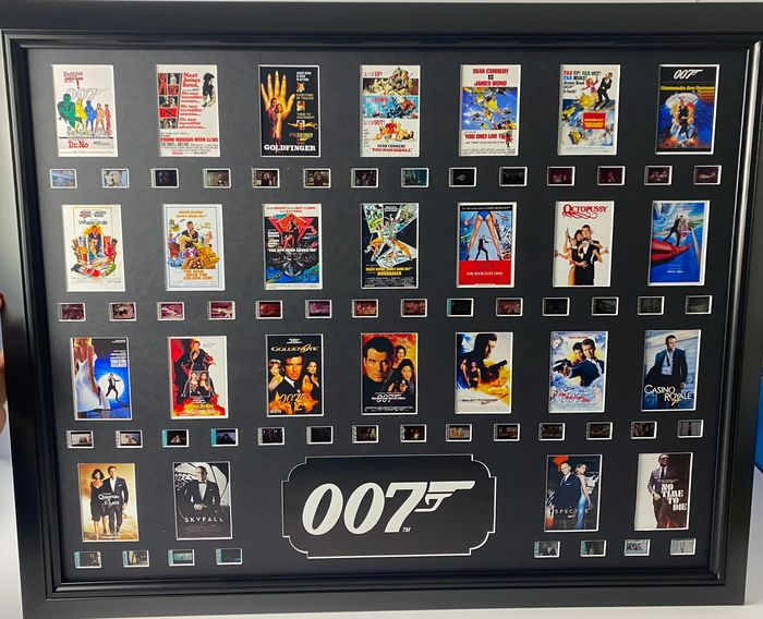 """James Bond 007 - Large Luxury Frame with logo & All 25 Films : From """"Dr. No"""" to """"No Time To Die"""" - Film Cell Display - Mounted & Framed"""