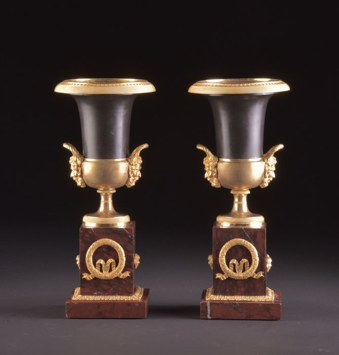 Pair of French Empire Medici vases (2) - Empire - Brons (gepatineerd), Brons (verguld) - Circa 1810