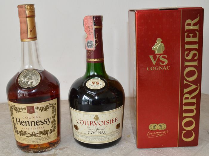 Courvoisier, Hennessy - Very Special VS; Very Special VS - b. 1990s - 70cl - 2 bottles