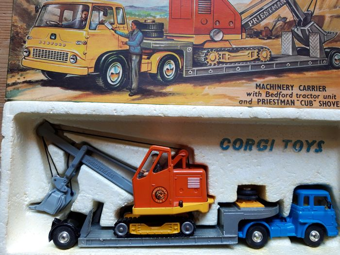 Corgi - 1:43 - Vintage Corgi Toys - Gift Set No.27 Machinery Carrier with Bedford tractor and Priestman
