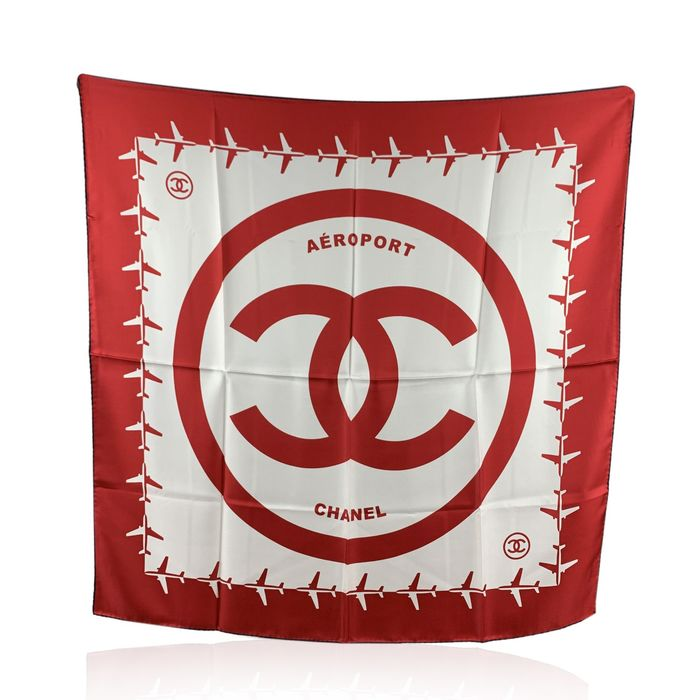 Chanel - Red and White Aeroport Airline Silk Scarf CC Logo Print - Schal