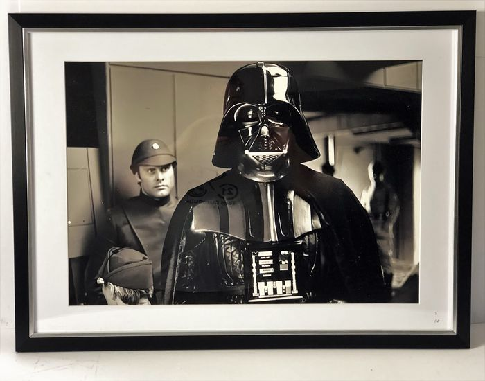 Star Wars Episode V: The Empire Strikes Back - David Prowse (Darth Vader) - Photogrph,  - Limited edition - Framed with Certificate