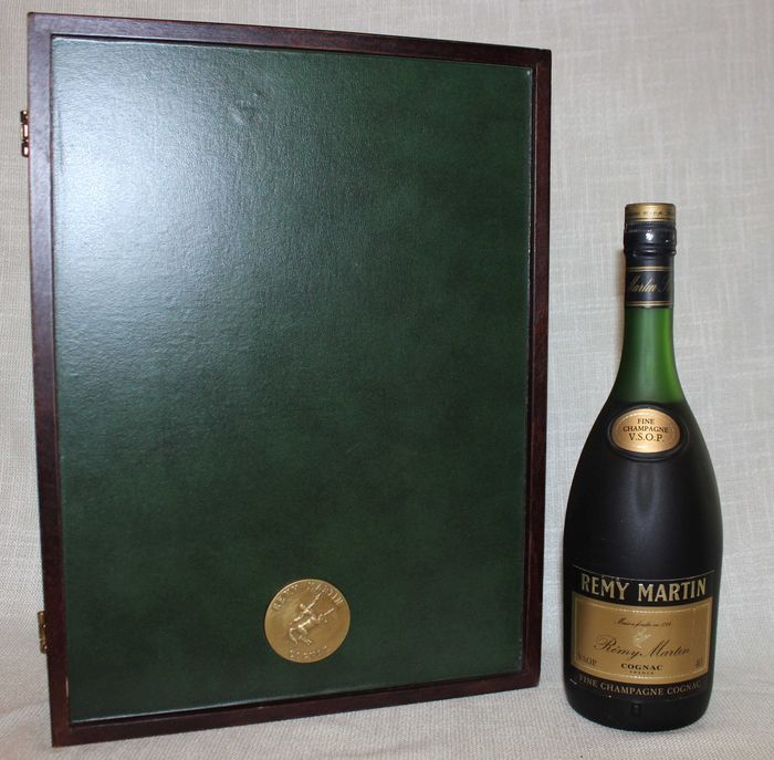 Rémy Martin - Set of board game and bottle Cognac VSOP with two glasses - b. 1970s - 70cl