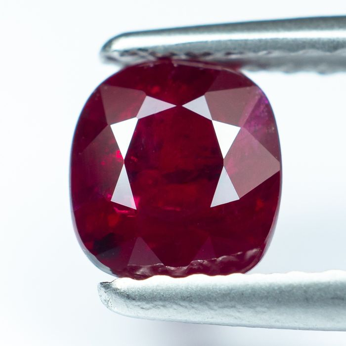 """No Reserve - """"Pigeon Blood"""" Red Ruby - 1.00 ct"""